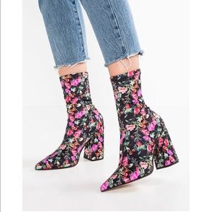Steve Madden Floral Sock Boots Ankle Booties 7.5